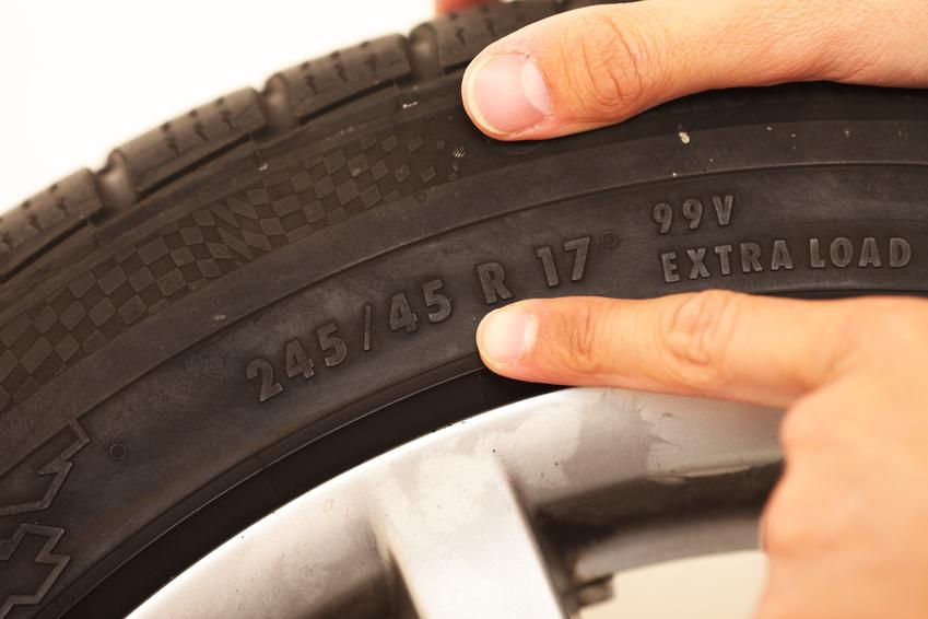 Localisation du numéro indiquant la taille des jantes sur un pneu